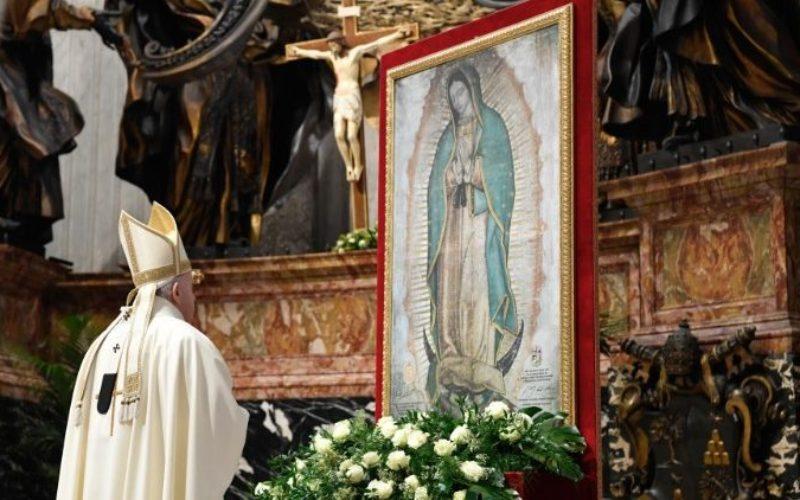 Папата: Марија нѐ учи да го слушаме гласот на заборавените