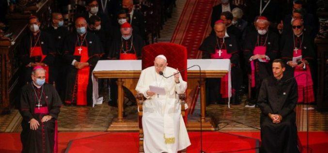 Папата се сретна со словачките бискупи, свештеници, монашки заедници и богослови