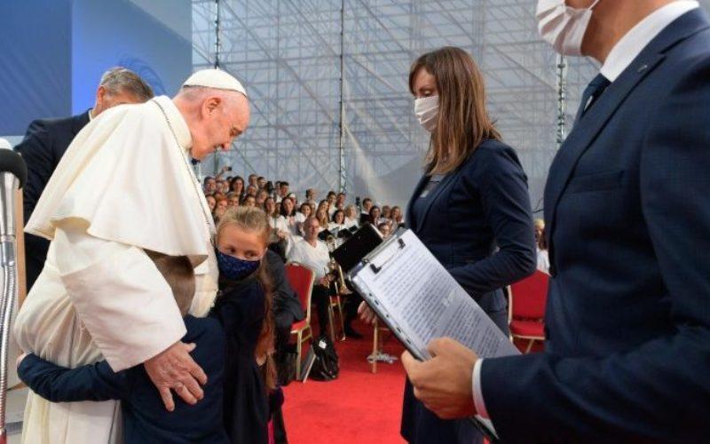 Папата до младите во Словачка: Бидете бестрашни во сонувањето