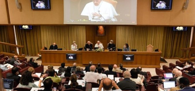 Папата до лаичките здруженија: Бидете свесни за апостолската моќ што ја имате