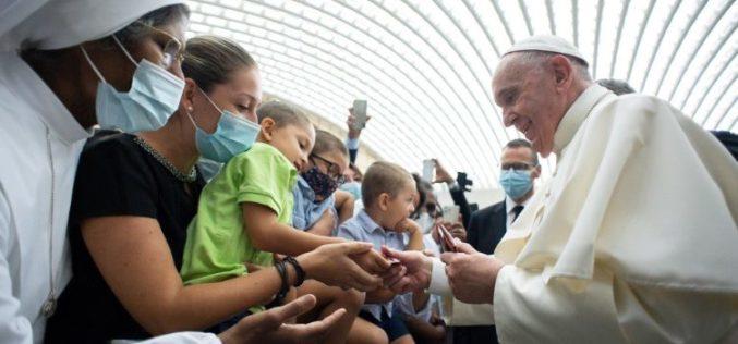 Папата до верниците од Рим: Сериозно сфатете ја синодата