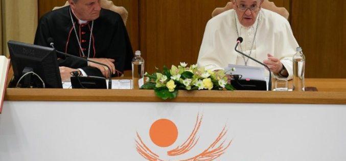 Папата за Синодата: Учество на сите под водството на Светиот Дух