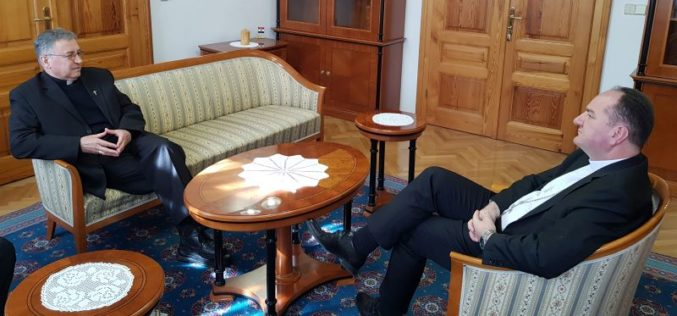 Бискупот Стојанов во посета на бискупот Палиќ