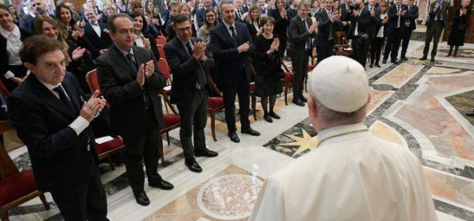 Папата Фрањо: Абортусот е убиство!