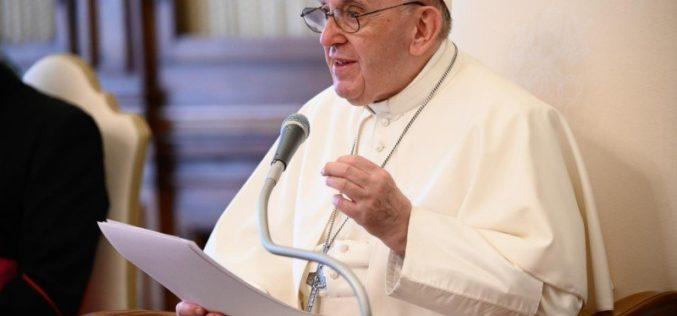 Папата Фрањо ги охрабри католиците во Русија да го сведочат Евангелието