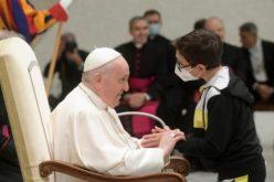 Сведоштвото од срце на детето кое му пријде на Папата